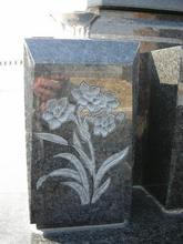 立体サンドブラスト工法にて花立に字彫りをしました。