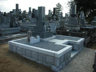 豊田前林墓地内
