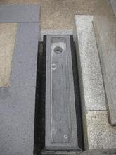 墓誌台に水抜き穴加工がしてあります。