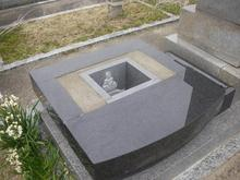 納骨部分に阿弥陀様の彫刻と中央は清浄土になっております。