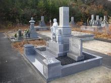 敷砂利は研磨仕上げの玉石を使用致しました。