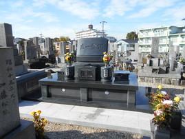 知立市内の真宗のお寺です。 納骨施設には施錠ができるように工夫してあります。