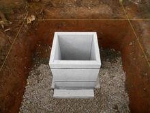 納骨部分は石造りの石棺型です。
